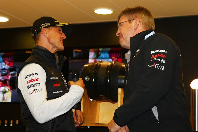 Михаэль Шумахер и Росс Браун на вечеринке на Гран-при Бельгии 2011