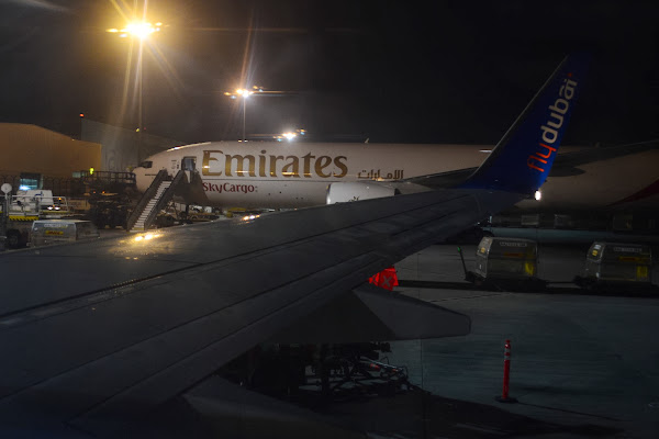 Самолет, аэропорт, Dubai, Emirates, FlyDubai