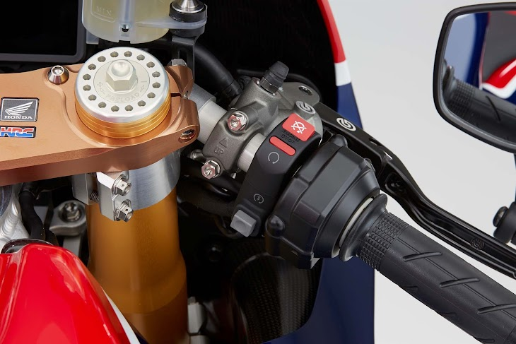 2016-Honda-RC213V-S-street-bike-61.jpg