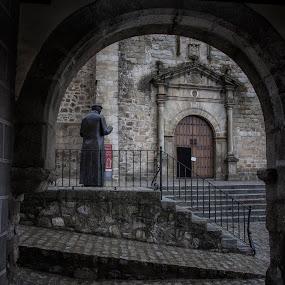 El cura y la parroquia by Daly Sda - Buildings & Architecture Statues & Monuments ( statue, church, arches, architecture )