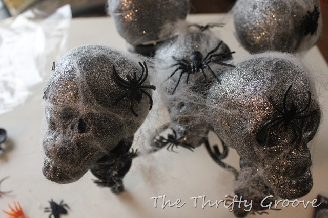 How to make a creepy halloween skull display with a thrift store find and some items from the dollar store. Suchan easy, simple and fun halloween decoration for your home! Visit thethriftygroove.com for complete tutorial.