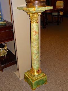 Мраморная колонна с бронзой. ок.1870 г. 30/30/110 см. 3500 евро.