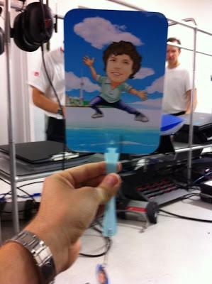 Гэвин Уорд на карточке на Гран-при Сингапура 2011 в гараже Red Bull