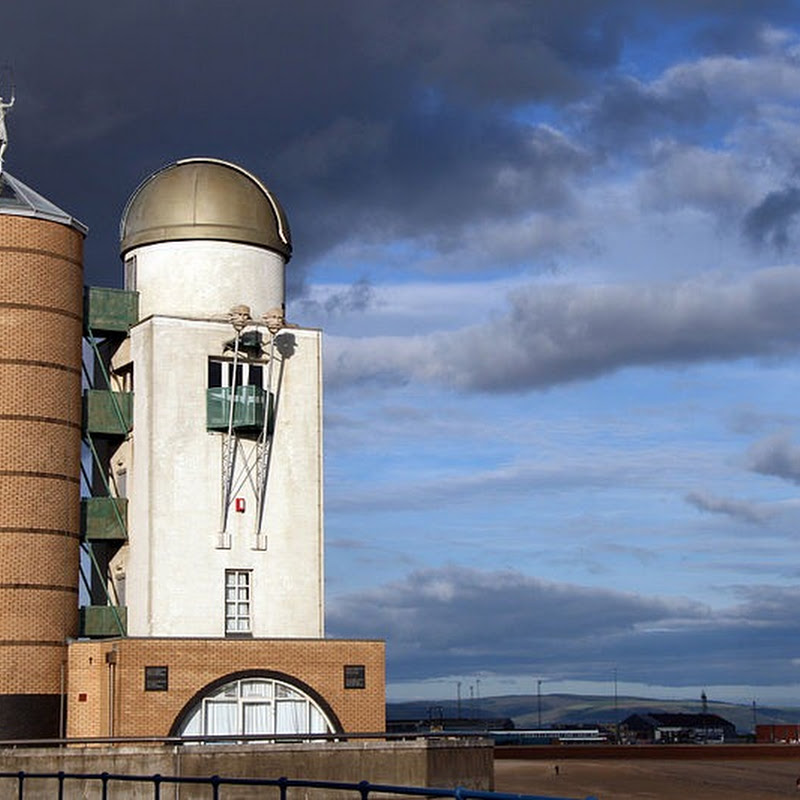 The Marina Towers Observatory in Swansea is Shaped Like a Spaceship