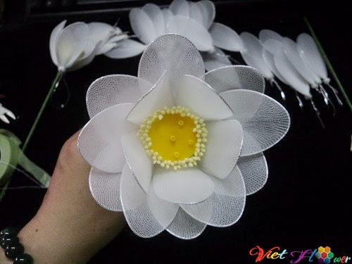 Làm hoa sen trắng bằng vải voan (bước 6)