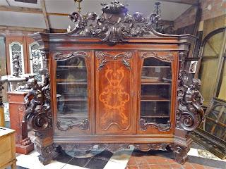 Большой, антикварный, резной шкаф XIX век. 270/70/250 см. 29000 евро.