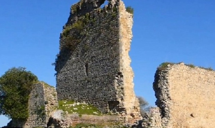Restoration of 9th century Spanish castle mocked