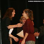 Anabella Palacios Zarza (España), finalista de la Categoría A, recoge su diploma