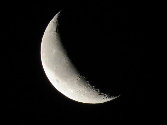 La Luna en cuarto menguante al amanecer y de día en La Guardia (Toledo)
