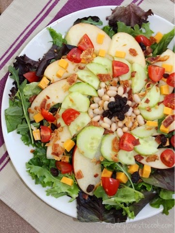 Bacon Apple & Cheddar Salad || ashleylovestocook.com