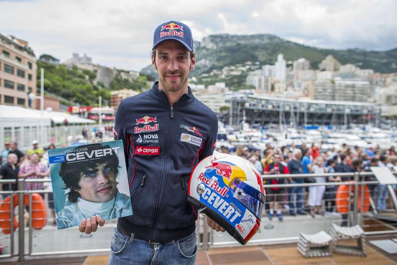 Жан-Эрик Вернь и трибьют шлем в честь Франсуа Севера на Гран-при Монако 2013