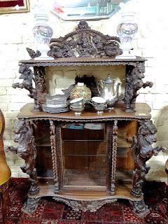 Столик в восточном стиле. 19-й век. 2900 евро.