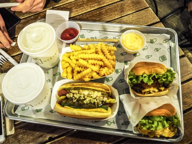 shake-shack-covent-garden-best-burger-london-concrete-dessert-hot-dog-restaurant-fries-food-blogger-restaurant-review