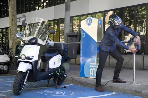10 nuevos puntos de recarga de motos y cuadriciclos eléctricos en el centro de Madrid