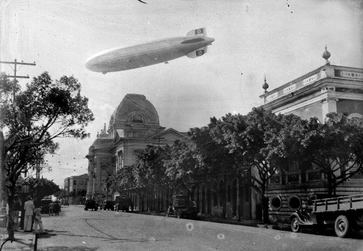 O Zeppelin voa sobre o Recife
