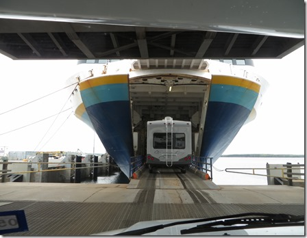 nl_entering_ferry