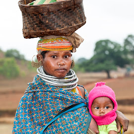 Orissa-India by Diego Scaglione - People Maternity ( looking, mother, basket, india, son )