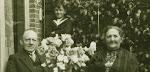 Het echtpaar Pieter Sernee (1854-1936) en Petronella Groeneveld (1853-1932).  Het jongetje op de achtergrond is (nog) onbekend