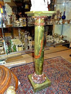 Антикварная колонна из зелёного мрамора. 19-й век. Высота 110 см. 4000 евро.
