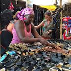Schuhstand auf dem Markt in Fort Portal © Foto: Marco Penzel   Outback Africa