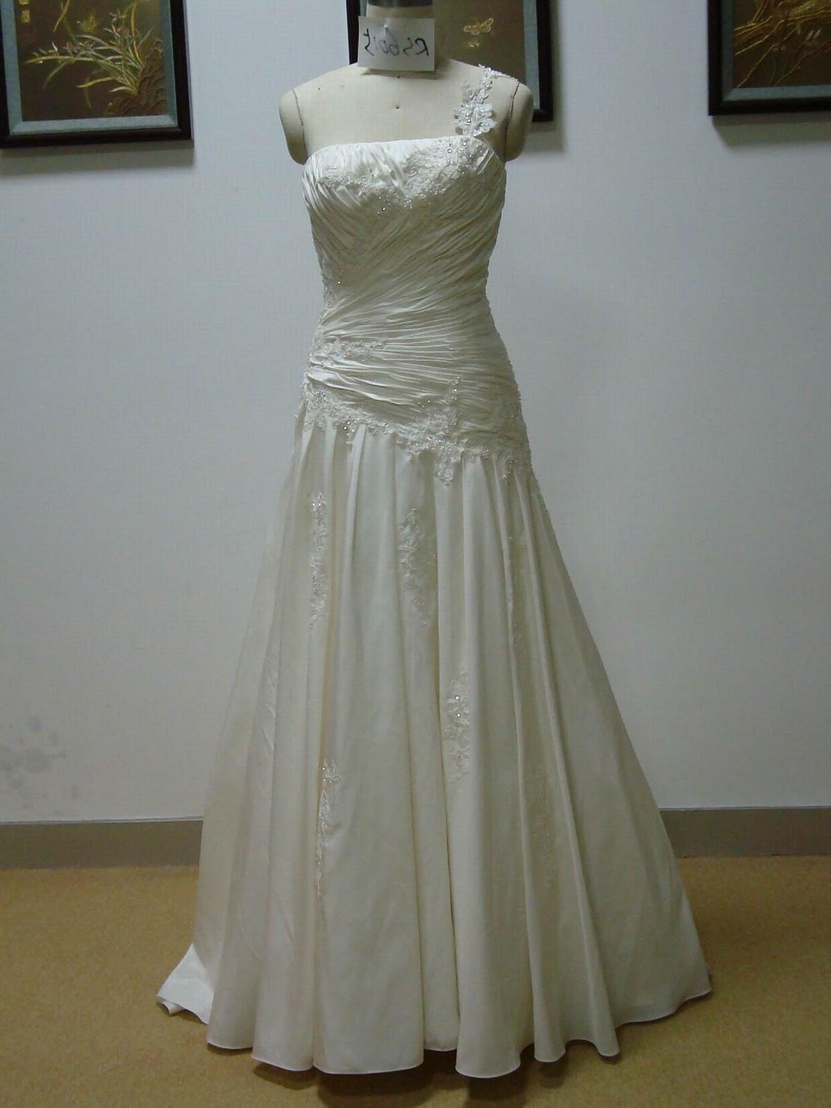 Spanish wedding dresses cake ideas and designs for Spanish lace wedding dress
