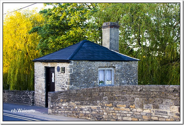 lechlade toll house