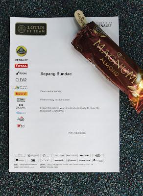 мороженное Кими Райкконена для прессы на Гран-при Малайзии 2012