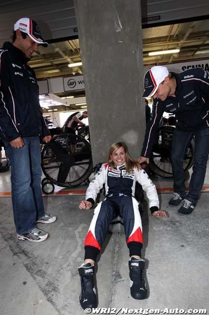 Сьюзи Вольф в сиденье Williams на Гран-при Китая 2012