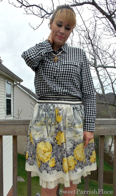 Full floral skirt, plaid shirt, grey pumps3