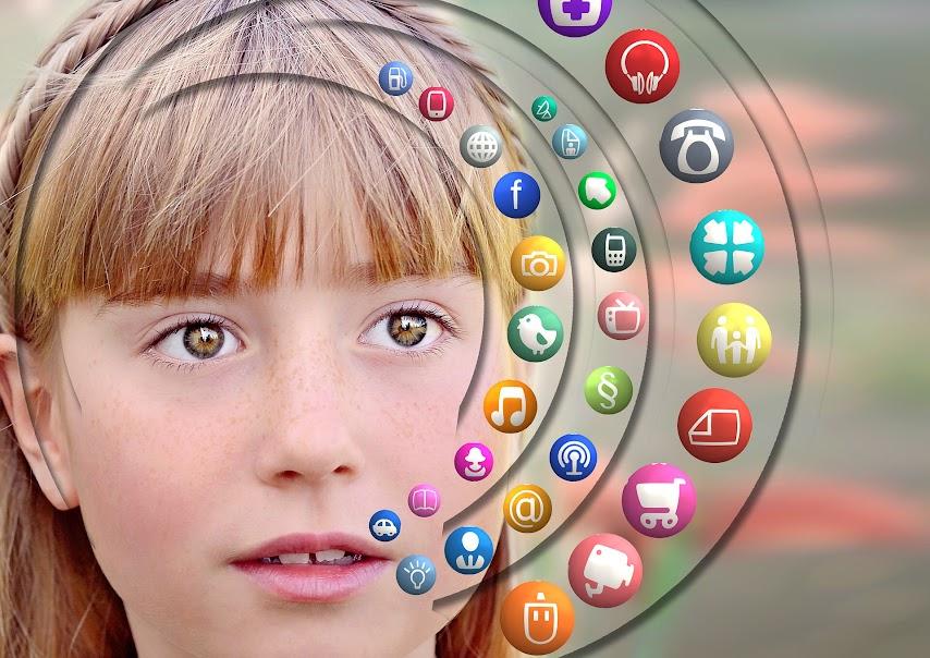 niños-educación-tablets-dispositivos-móviles-smartphone-digital