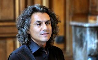 Nekkaz découvre un stand algérien vide à la foire du livre de Frankfurt (VIDEO)