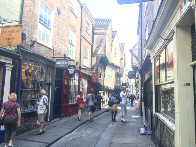 lifestyle-blog-weekend-in-york-uk-city-break-york-minster-afternoon-tea-castle-museum-gardens-pub-york-central-travelodge