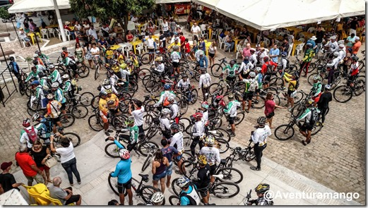 Ciclistas em frente à Igreja Matriz de Caicó