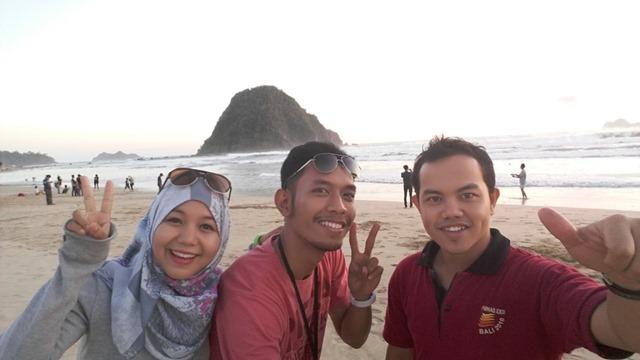 Paket Tour Wisata Pulau Merah REd Island Travel BWi Banyuwangi
