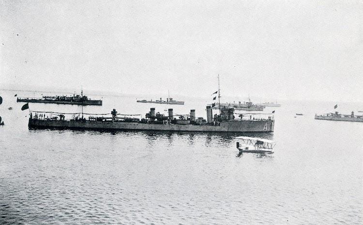 La Armada en Santander. El ALSEDO y el VELASCO en sus mejores años. Foto del libro LA MARINA CANTABRA. DESDE EL VAPOR. VOL. III.jpg