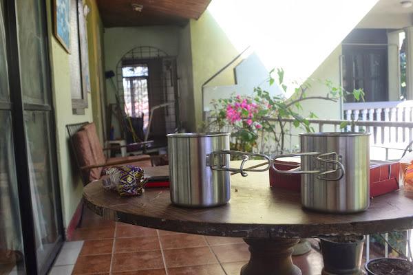 Кружки на столе, Канди, Шри Ланка