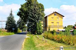Tršnice (131 obyvatel), německy: Tirschnitz je vesnice, místní část města Cheb od kteréhé leží 4 kilometry.  Tršnice byly založeny v době kolonizace klášterem ve Waldsassenu. První zaznamenaná zmínka pochází z roku 1355, kdy je od waldsassenského kláštera odkoupil Albrecht Notthafft z Thiersteinu.  Tršnicemi prochází 10kilometrová cyklistická trasa č. 2069 z Chebu na Soos. Od obce následuje regulace řečiště.