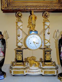 """Антикварные часы """"портики"""". 19-й век. Мрамор, резная позолоченная бронза."""