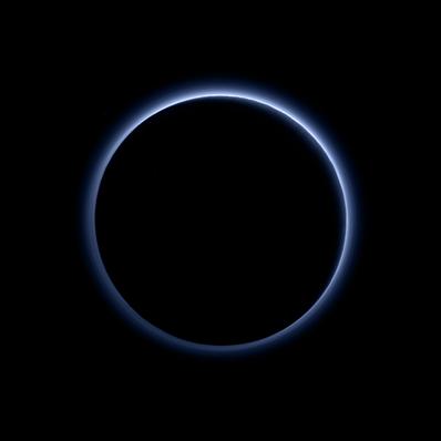 o céu azul de Plutão