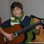 Exposición de Guitarrería, Materiales con una Guitarra Alhambra