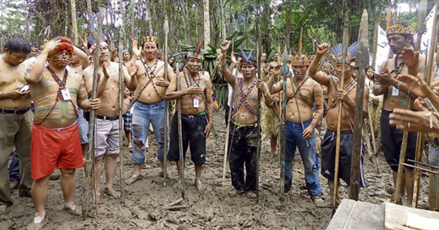 Demanding reparations for industrial pollution and adequate compensation for use of native lands, indigenous activists in Peru shut down 11 wells in an Amazonian oil block on 1 September 2015. Photo: LaRepublica.pe