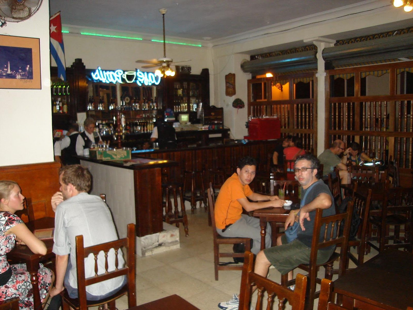 El entra  able Caf   Par  s en la Habana 3. See in Google Earth; Share on: