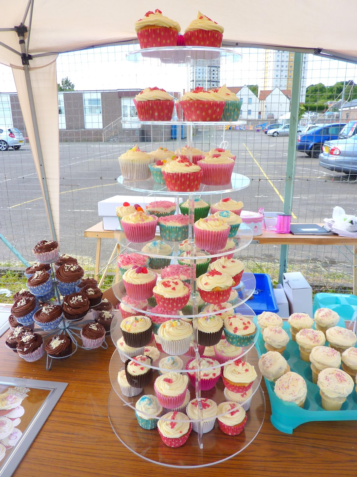 cakes with cupcake stands