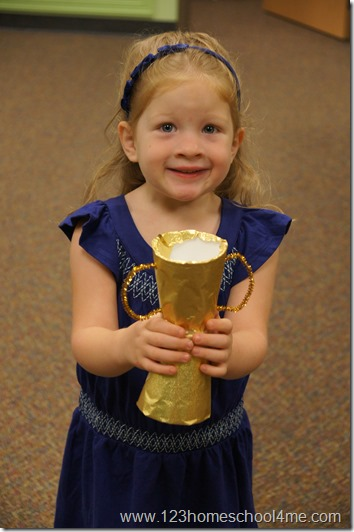 fathers day trophy craft kids can make themselves