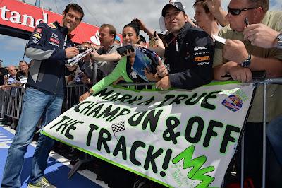 баннер болельщиков Марка Уэббера на Гран-при Германии 2013