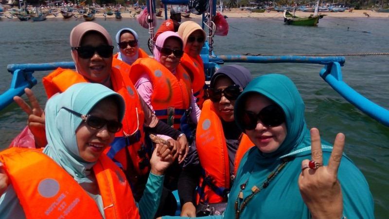 Paket Wisata Banyuwangi - Penyeberangan ke Wedi Ireng dengan Kapal Boat