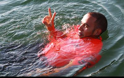 Льюис Хэмилтон купается в канале Монреаля после победы на Гран-при Канады 2012