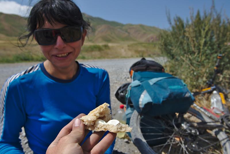 Paine proaspata si maioneza, din categoria foame de biciclist.