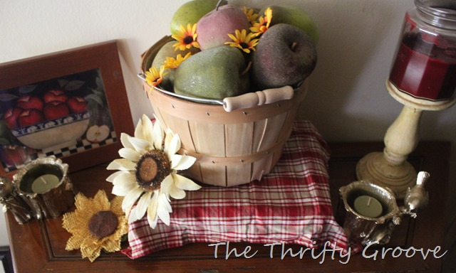 Saying goodbye to summer and september home decor at thethriftygroove.com 2015