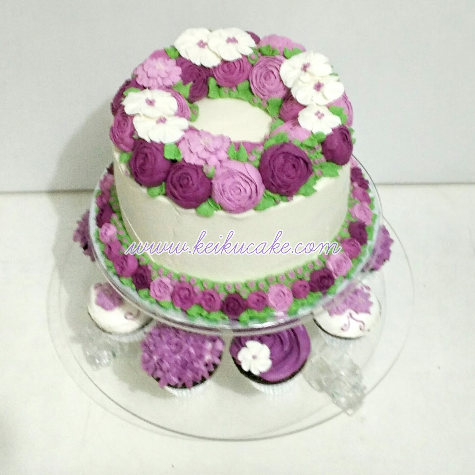 Keiku Cake Purple wreath buttercream flowers cake